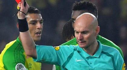 """ไม่รอด! สมาคมฟุตบอลฝรั่งเศสสั่งแบน """"โทนี่ ชาปรง"""" ห้ามลงตัดสิน 6 เดือน"""